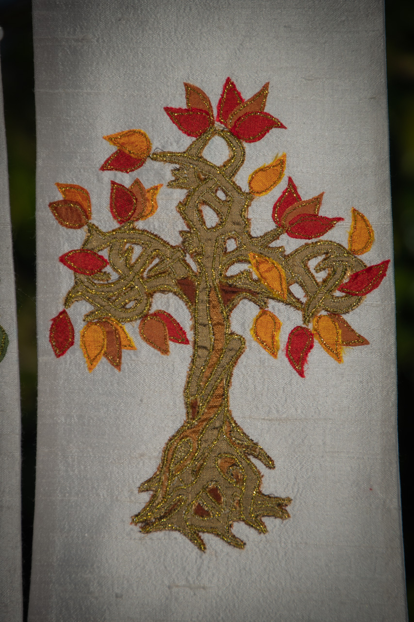 Twisted Trees White Stole
